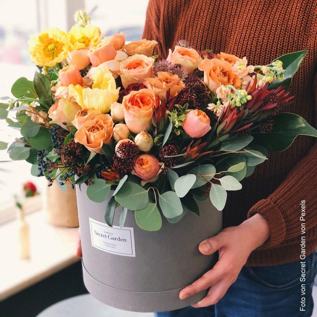 Rosenstrauß in einem Blumentopf