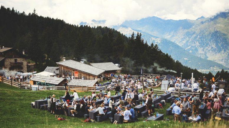 Gourmet Open Air: The Unplugged Tast in Schenna Südtirol auf der Gompm Almn