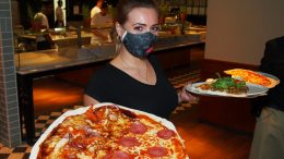 L'Osteria Service mit Pizza