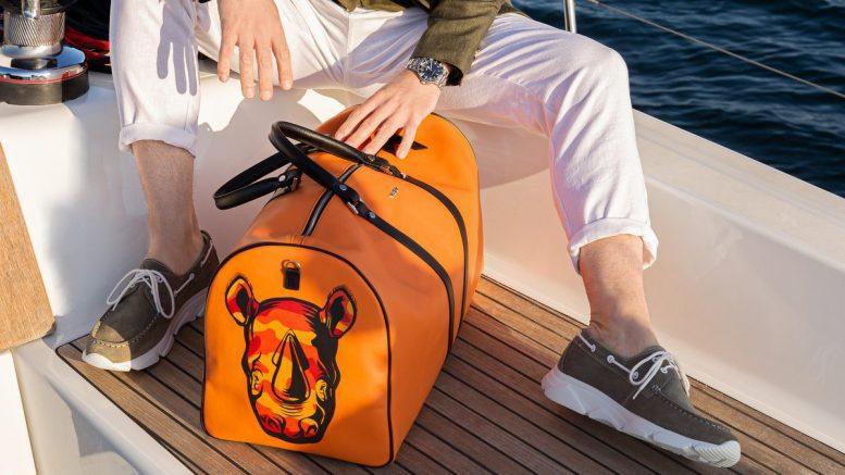 Weekender Tasche auf einem Segelboot mit Nashorn Animalprint
