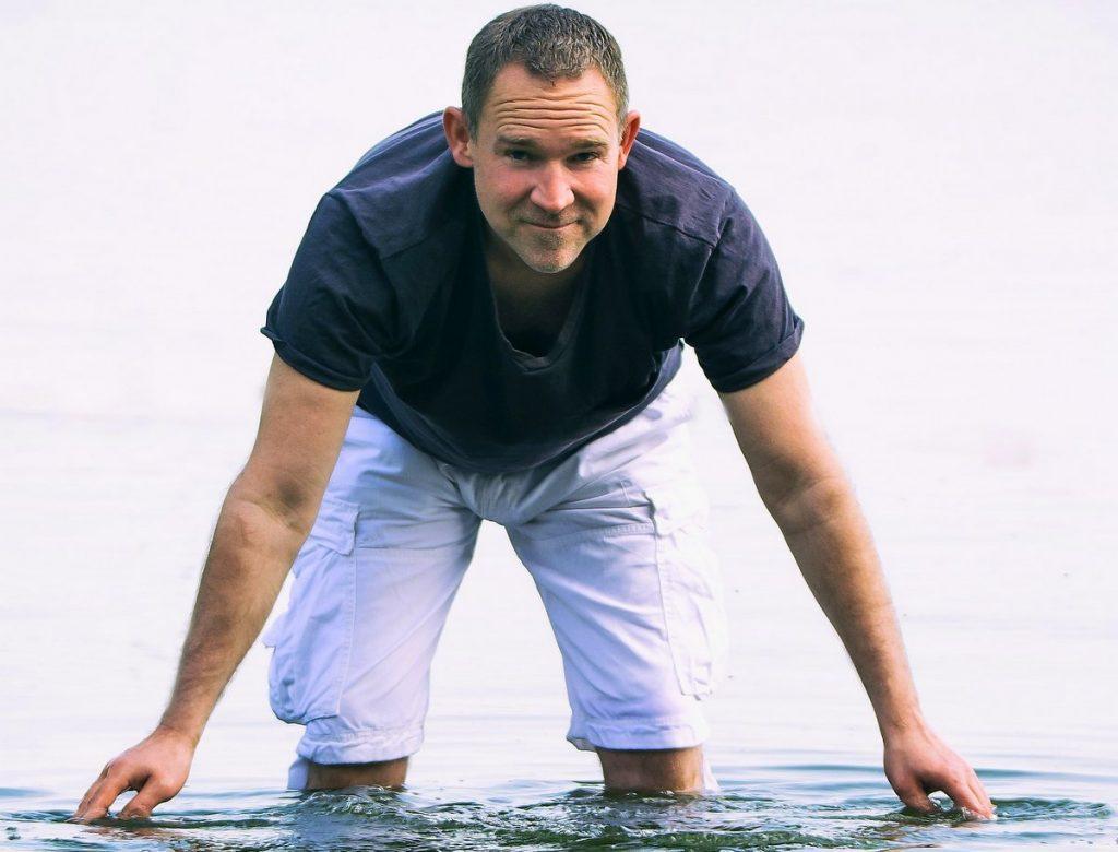 Autor Jando im Wasser
