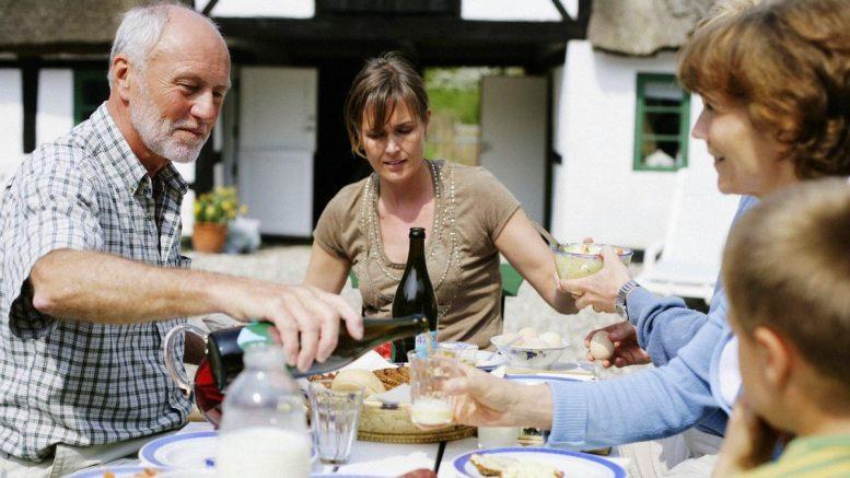 Eine dänische Familie feiert