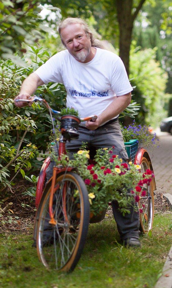 Mann auf einem Dreirad