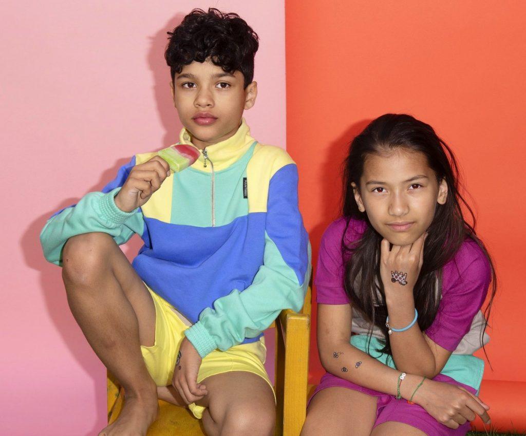 Zwei Kinder als Models für Manitober Kindermode