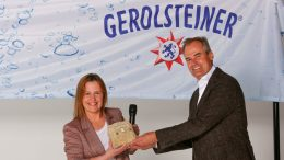 Übergabe der Auszeichnung Gerolsteiner WeinPlace 2020 an Stefanie Döring