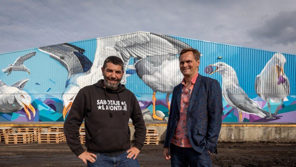 Sabotaje al Montaje mit Thomas Cotterell vor der Street Art Fassade