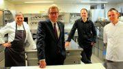 Minister und Köche des SGHF in der Küche des Maritim Seehotel Timmendorfer Strand