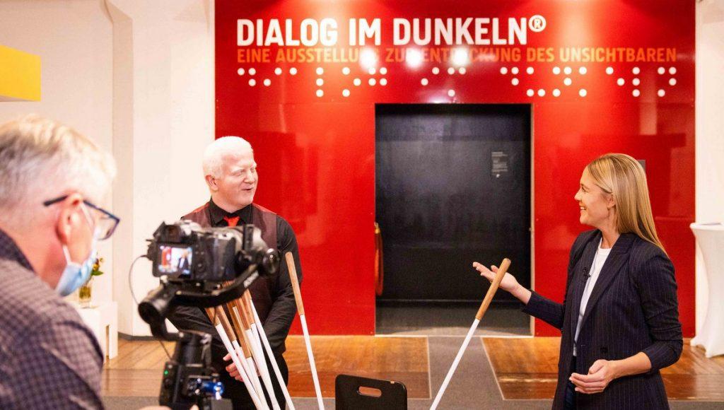 Alina Merkau zusammen mit Rasim Camoglu mit Videokamera