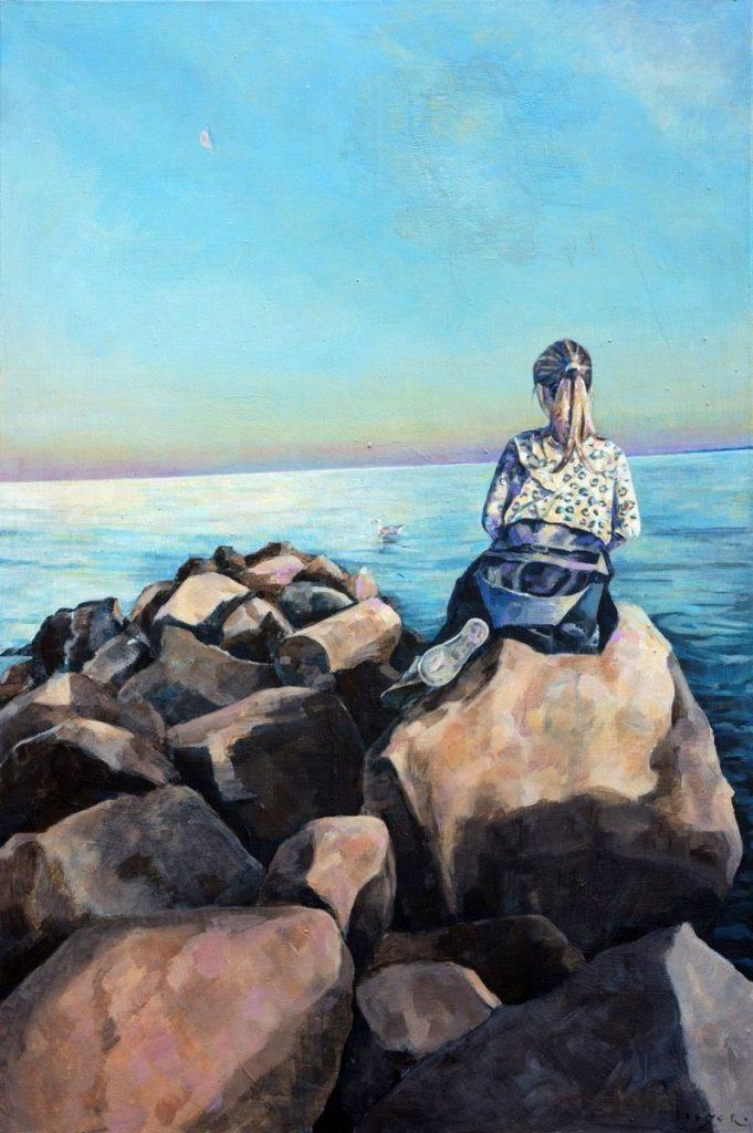 Junge Frau auf einer Ostseemole