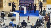 Benjamin Piwko auf der Bühne im lstertal Einkaufszentrum