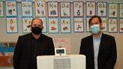 Ein Venta Luftwäscher wird in der Hamburger Schule Goldbek übergeben