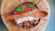 Acaii Bowl in einer Holzschüssel