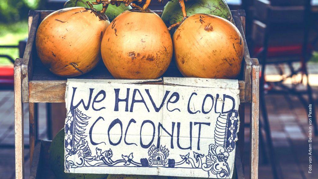 Werbeschild für Kokosnüsse