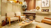 Wohnraum in beige mit Teppich