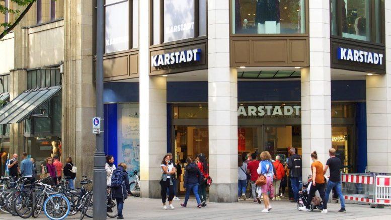 Eingang ins Warenhaus Galeria Karstadt Kaufhof in Hamburg Mönckebergstraße