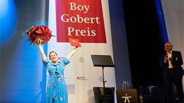 Josefine Israel und Dr. Lothar Dittmer bei der Preisverleihung im Thalia Theater