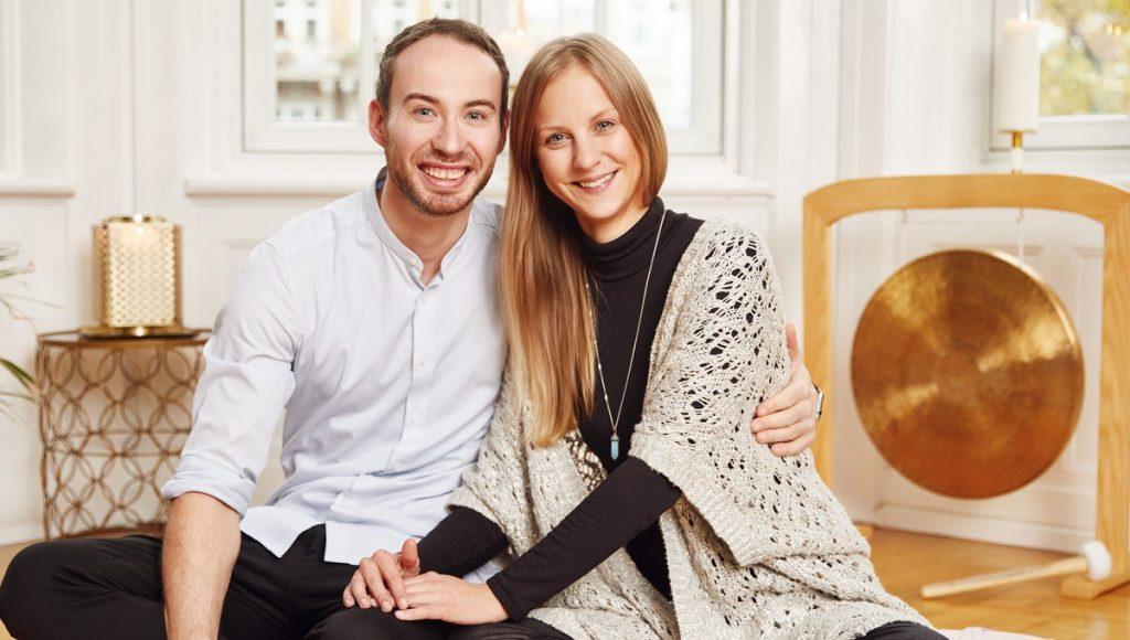 Sven Schipper und Darja Noschenko vom Yoga-Label chakrana