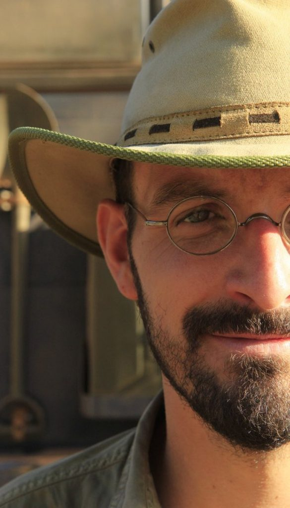 Christian Ebener mit Hut im Anschnitt