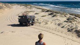 Land Rover am Strand