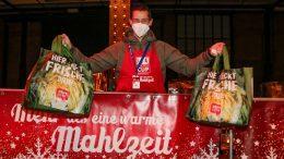 Jan-Philipp Kalla bei Charity Aktion Mehr als eine warme Mahlzeit Jan-Philipp Kalla