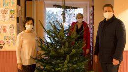 Weihnachtsbaumübergabe an die Stiftung Mittagskinder