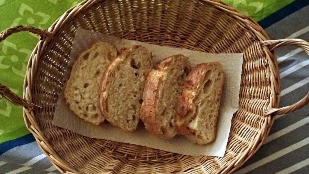 Brotkorb mit Baguette