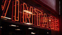Vintage Neon Werbung