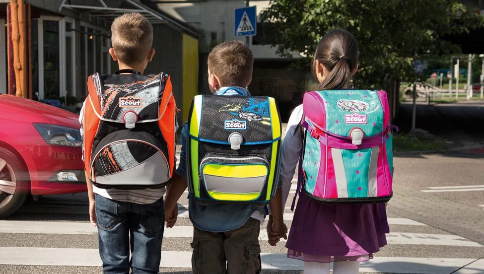 Drei Kinder mit Scout Schulranzen
