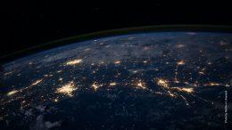 Erde aus dem Weltraum in der Nacht. NASA Foto