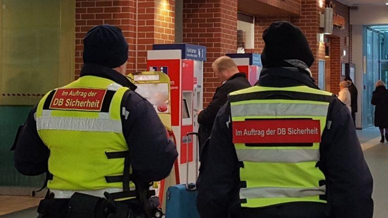 Zwei DB Sicherheitsmitarbeiter auf Streife