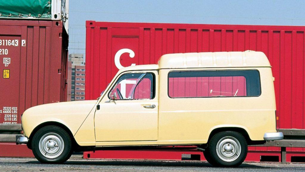 Renault Fourgonnette vor roten Containern mit Seitenscheiben