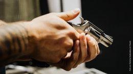 Revolver auf dem Schießstand, Symbolbild