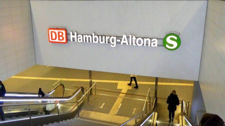 Bahnhof Altona Neonwerbung