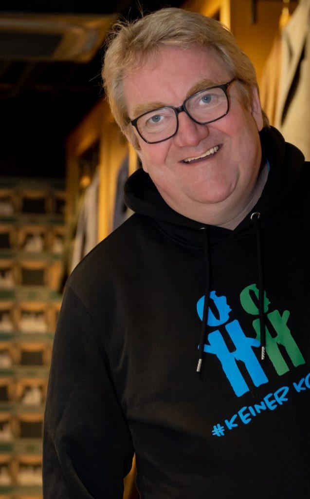 Agenturchef Lars Meier im Aktions Hoodie