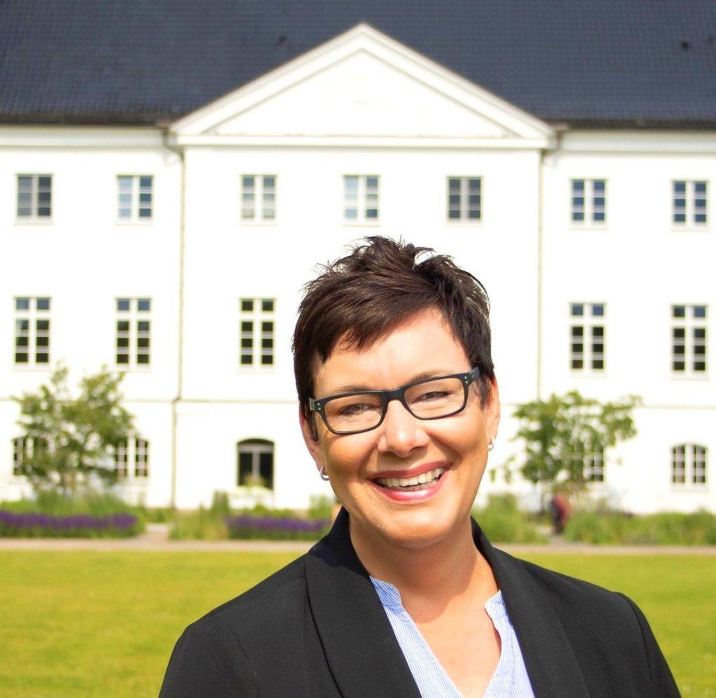 Janet Schroeder vor ihrem Hotel