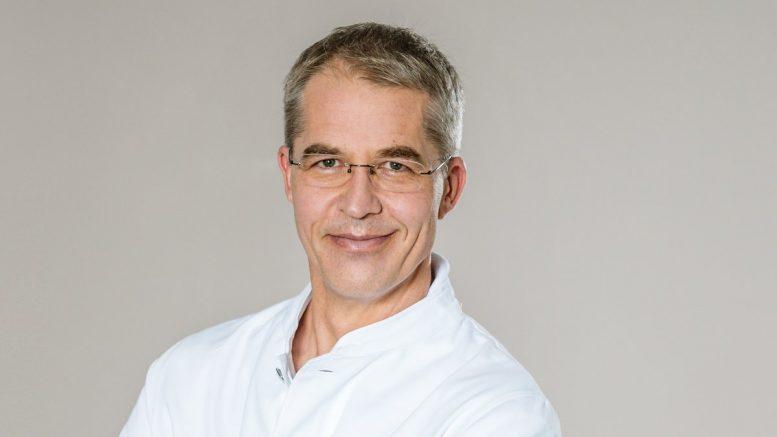 Dr. Alexander Adelhelm