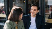 Mann und Frau beim Datin