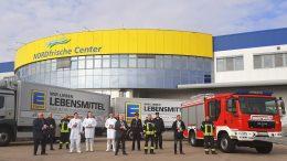 Gruppenbild vor der EDEKA Nord in Neumünster