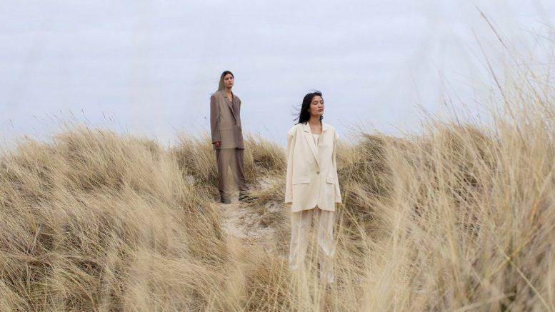 2 Mode Models in den Sylter Dünen