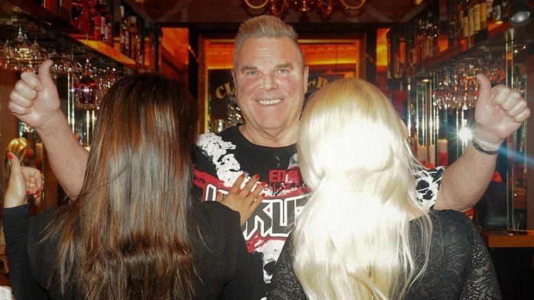 Fritz Forster in der Bar