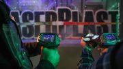 2 Männer mit Lasertag Pistoren