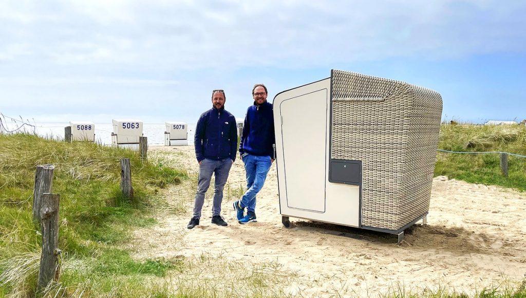 Die beiden Strandkorbsauna-Erfinder in Büsum