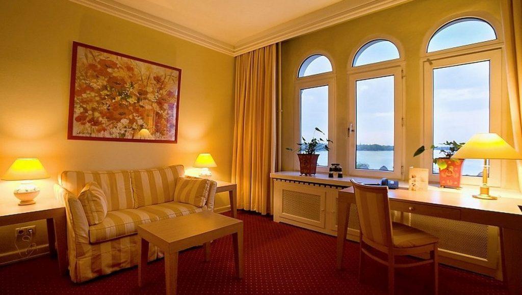 Eine Suite mit Alsterblick im Hotel Bellevue