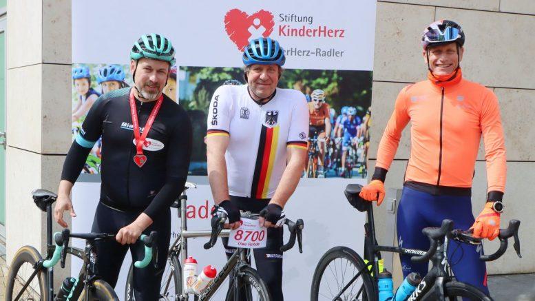 Uwe Rohde beim Start zu KinderHerz Charity Tour 2021 vor dem Alstertal Einkaufszentrum in Hamburg Poppenbüttel