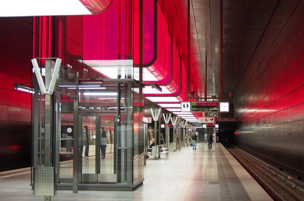 Die Licht und Klanghaltestelle HafenCity Universität in Hamburg