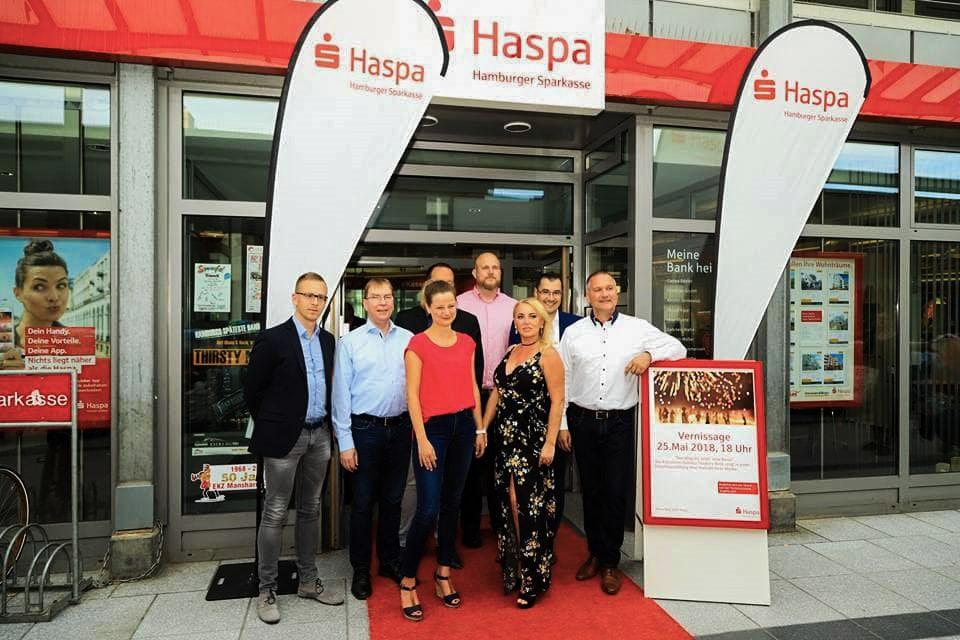 Kunstausstellung in Haspa-Filiale Gruppenfoto