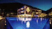 Abendansicht mit Pool - Hotel La Maiena Meran Resort