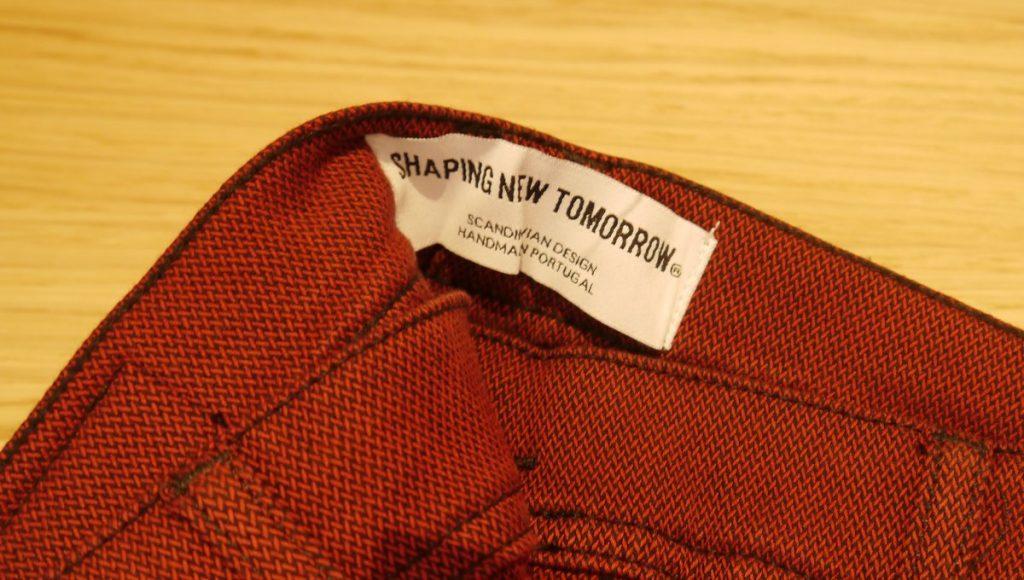 Label an einer Hose
