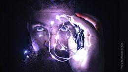 Mann der denkt - Symbolfoto
