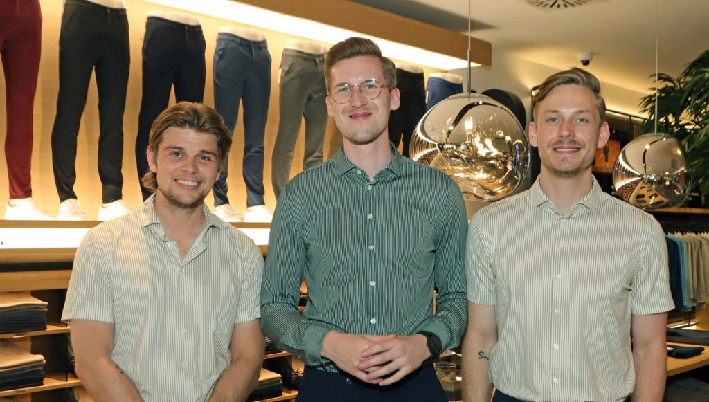Die Gründer von SHAPING NEW TOMORROW: Kasper Ulrich, Christoffer Bak, Christian Aachmann im neuen Hamburger Store Neuer Wall